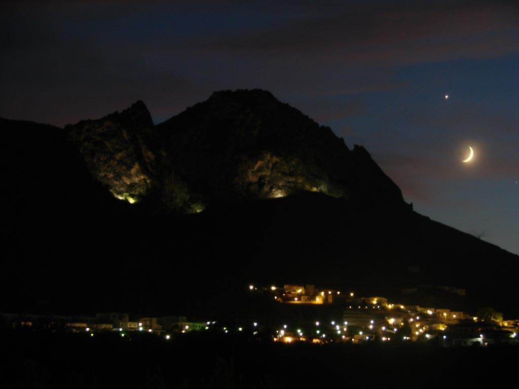 vistas pueblo de noche